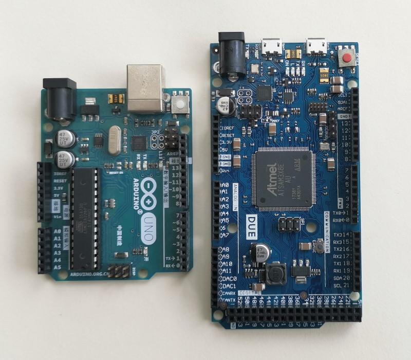 Arduino开发板,左为基于Arduino uno R3,右为Arduino DUE
