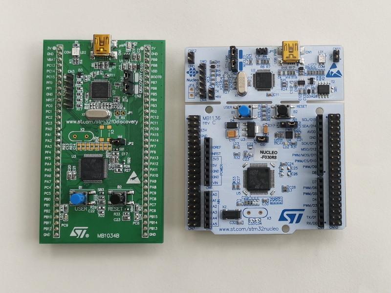 STM32官方开发板,左为STM32F0Discovery,右为Nucleo-F030R8